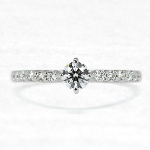 ひなの婚約指輪で八重桜15石タイプ上面
