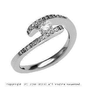 gardenオリジナルの婚約指輪でQ2402_020