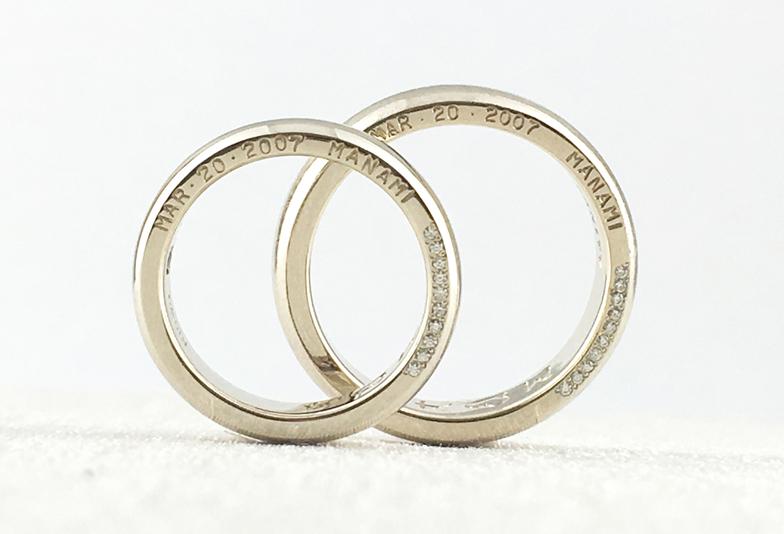 結婚指輪の側面に刻印とダイヤモンド