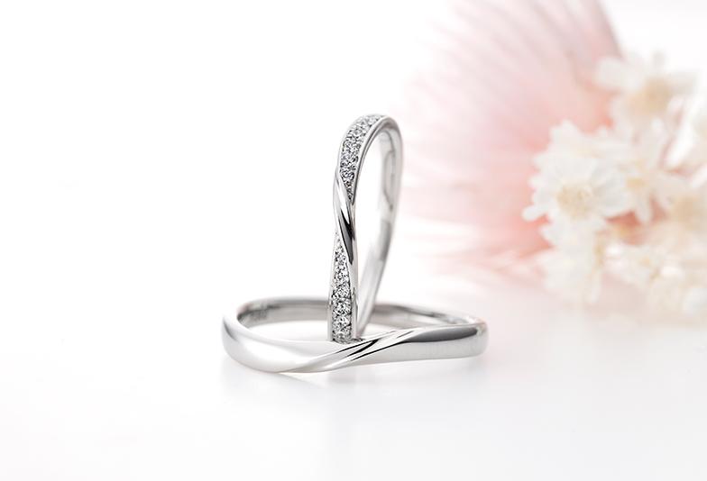 プラチナで作られたモナムールの結婚指輪