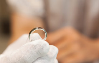 【神戸・三ノ宮】結婚指輪は気を付けないと曲がるって本当?安心して着けていられる結婚指輪の選び方をご紹介