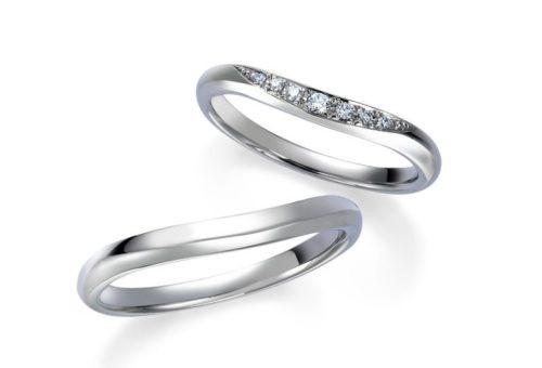 緩やかなVラインの結婚指輪