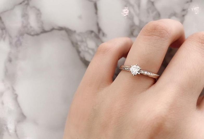 ホワイティッシュピンクゴールドの婚約指輪