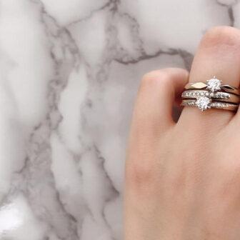多彩なゴールドの婚約指輪