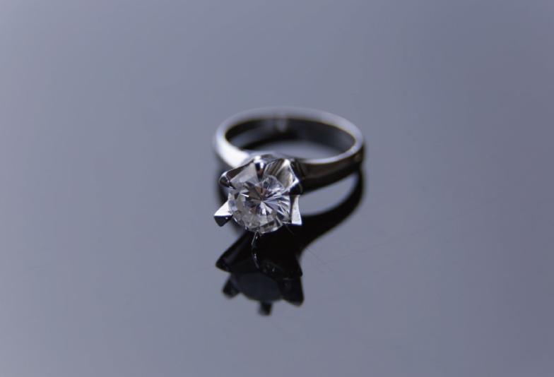 婚約指輪 立て爪デザイン