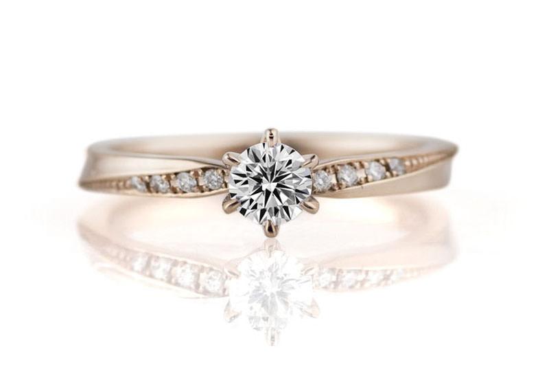K18ホワイティッシュピンクゴールドの婚約指輪