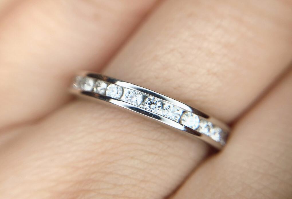 結婚指輪 エタニティリング レール留め