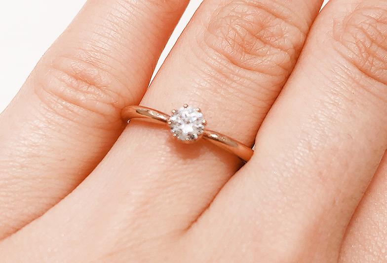 ゴールド素材の婚約指輪